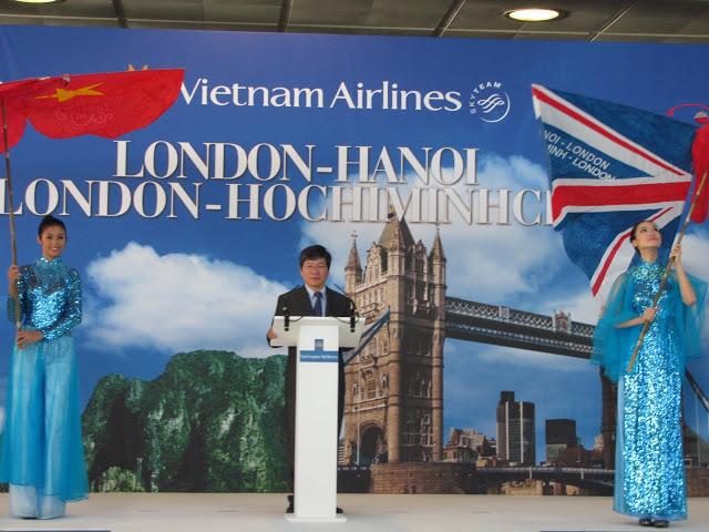 Tổng Giám đốc VNA Phạm Ngọc Minh đọc diễn văn khai trương đường bay thẳng đầu tiên từ London về Việt Nam